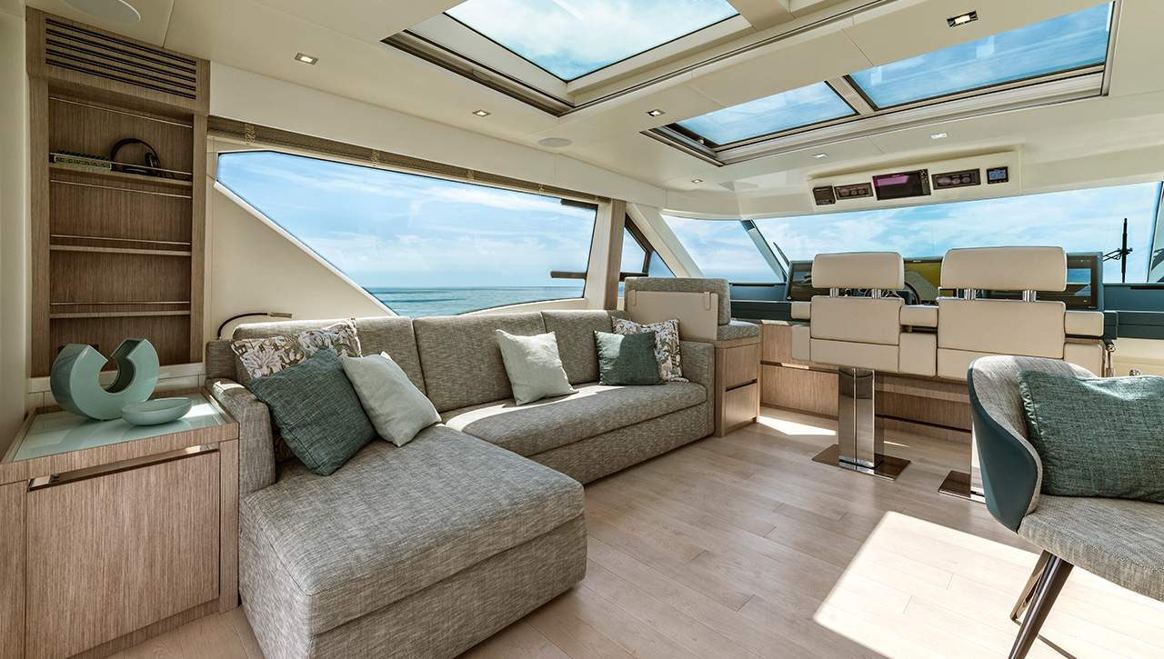 MCY 76 Skylounge Enclosed Flybridge