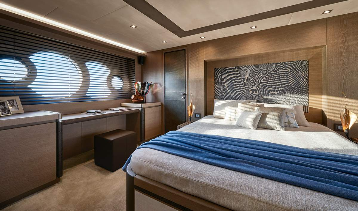MCY 80 Owner cabin