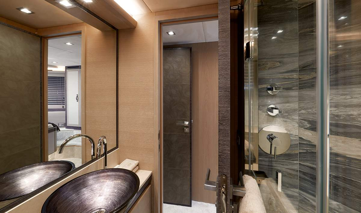 MCY 80 Vip ensuite bathroom